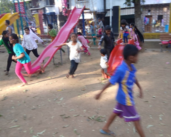 The girls during a game of Saakhli.